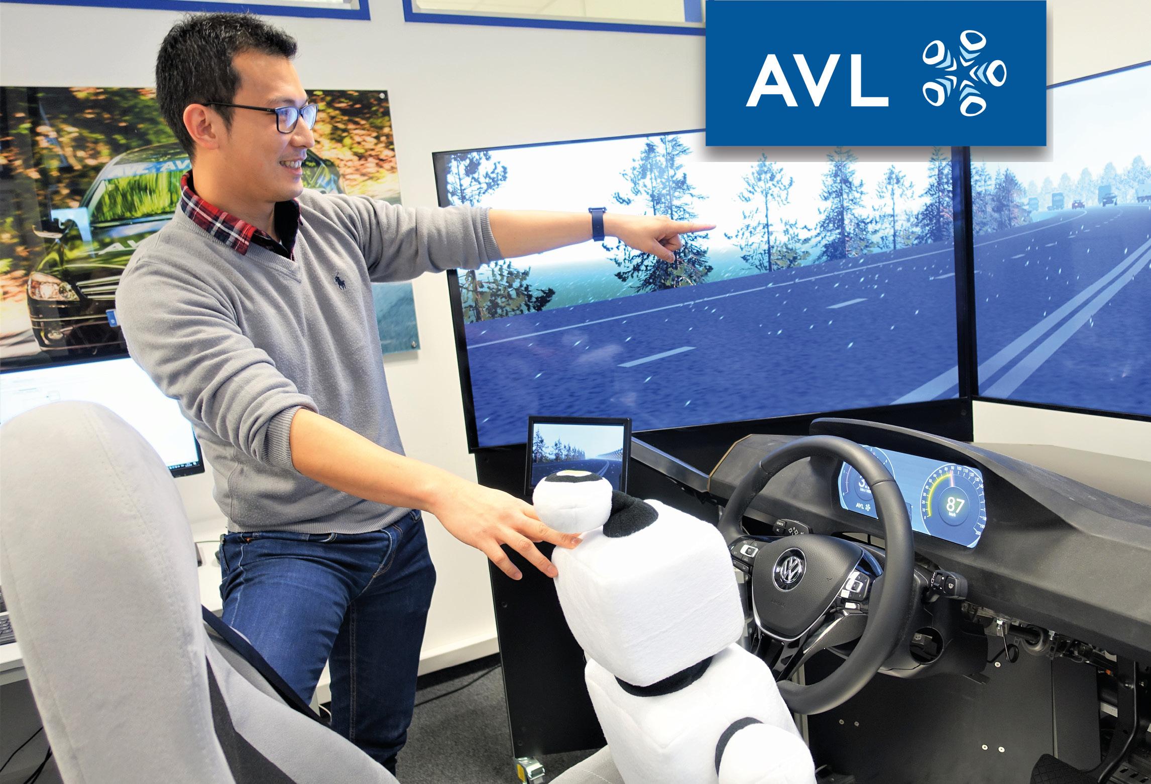AVL Mitarbeiter mit Innoman im Fahrsimulator
